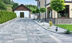 50 Best Driveway Ideas to Improve The Appeal of Your House Front Driveway Ideas, Modern Driveway, Diy Driveway, Pavement Design, Modern Entrance, Fantasy House, Modern Garden Design, Outdoor Areas, Backyard Landscaping