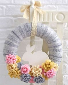 How to Make a Felt Easter Bunny Wreath #Easter #Wreath