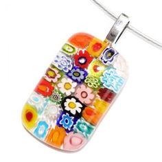 Multicolor glashanger met glazen bloemetjes in alle kleuren van de regenboog! Unieke glas hanger voor aan een ketting.
