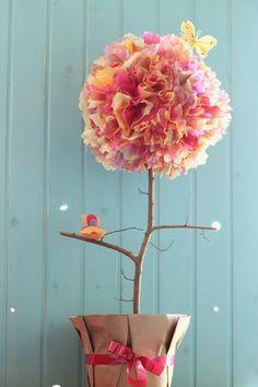 Arbol decorativo, dentro esta relleno de chupetines De las manos de Jann - manualidades, tarjetas, recuerdos para toda ocasión