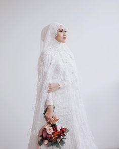 pics of muslim wedding dresses Hijabi Wedding, Wedding Hijab Styles, Muslimah Wedding Dress, Muslim Wedding Dresses, Dream Wedding Dresses, Wedding Attire, Wedding Bride, Wedding Gowns, Bridesmaid Dresses