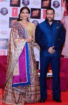 KoiMoi - In Pictures : Salman Khan & Sonam Kapoor's Garba Night In Ahmedabad