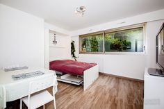 Cozy attractive studio in Paris for rent at Rue de Miromesnil in the 17th district of the city. This is a small pleasant apartment for your ...