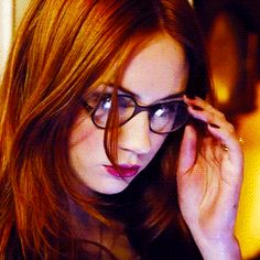 Karen Gillan Gif Hunt Part 17 Under the cut are about 376 gifs of Karen Gillan as Amy Pond in series 7 of Doctor Who, of varying size and quality. Amy Pond, Karen Sheila Gillan, Karen Gillan Gif, Karen Page, Pretty Redhead, Bionic Woman, V Bts Wallpaper, Lily Evans, Lily Collins