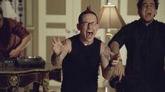 Screenshot from Papercut music video by Linkin Park Linkin Park Music Videos, Chester Bennington, Paper Cutting