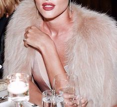 huntington whiteley fashion vintage rosie indie model style girl Rosie Huntington Whiteley You can find indie and more on our website Five Jeans, Boujee Aesthetic, Aesthetic Outfit, Aesthetic Black, Aesthetic Vintage, Looks Chic, Glitz And Glam, Rich Girl, Mode Vintage