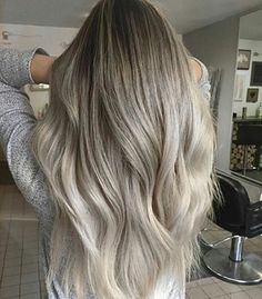 Hi! Sorry it's been long since I posted! I was really busy! But this picture is soo rad!! 😍 😍  Btw how are you guys?  #grayhair #blondewhite #silverhair #platinumhair #metallicsilverhair #icyblondehair #ashblonde #pearlyblonde #pastelhair #pastelwhite #pastel #pastelblonde #titanium #titaniumhaircolor #titaniumhair #beigegrey #icywhite #white #gray #grayhair #silver #hair #ash #ashblack #ashgray #blonde #whiteblonde #icyblue #platinumblonde