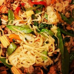Chicken and Veggie Stir Fry with Cantonese Noodles www.funfoodiefamily.com