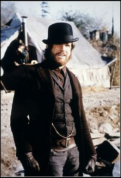McCABE & MRS. MILLER (1970) - Warren Beatty on location - Directed by Robert…