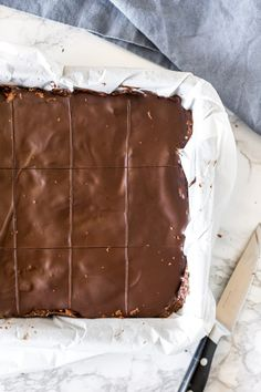 This quick and easy Hedgehog Slice is filled with crushed biscuits, coconut and walnuts for the perfect no-bake treat. Great for lunch boxes, or whenever you're craving chocolate, it's hard to beat this easy chocolate slice recipe! Chocolate Crack, Craving Chocolate, Chocolate Work, Chocolate Slice, Chocolate Topping, Digestive Cookies, Digestive Biscuits, Baking Recipes, Dessert Recipes