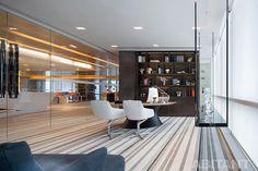 Концептуальный офис в Top Plaza. Концепция ультра-современного бюро от Ronald Lu & Partners.