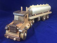 Ce tracteur en bois fabriqués à la main modèle remorque camion jouet w / Tank…