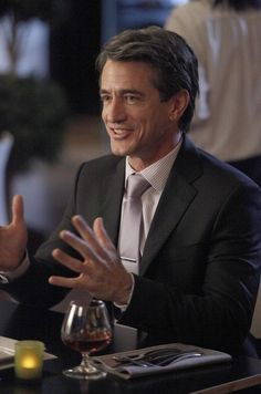 Another reason to love (and watch) New Girl: Dermot Mulroney.