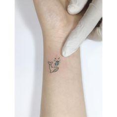 "2,367 curtidas, 9 comentários - •Playground Tattoo• 플레이그라운드 타투 (@playground_tat2) no Instagram: "". . 고래 🐳 ✨ . #tattoo #tattoos #tattooartist #smalltattoo #design #linetattoo #linework #inked…"""