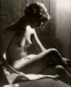 Man Ray - Lee Miller by the light of a Sunray Lamp, Paris, 1929