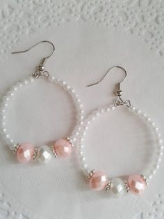 Small white pearl and pink beaded hoop earrings, White pearl earrings, Pink and white beaded hoop earrings, Formal jewelry, Diy Earrings And Necklaces, Diy Earrings Pearl, How To Make Earrings, Bead Earrings, Diy Bracelets Easy, Pearl Beads, Diy Earrings Hoops, Round Earrings, Beads And Wire