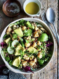 Ristet blomkålsalat med sprøstekte kikerter og avokado My Recipes, Salad Recipes, Potato Salad, Fritters, Vinaigrette, Salads, Food And Drink, Vegetarian, Kitchens