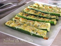 Zucchini with mozzarella Soup Recipes, Great Recipes, Cooking Recipes, Favorite Recipes, Antipasto, Biscotti, Nutella, Always Hungry, Mozzarella