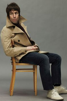 Former Oasis frontman, Liam Gallagher, brings Pretty Green temporary shop to Carnaby Street. Mod Fashion, Green Fashion, Liam And Noel, Liam Gallagher Oasis, Paul Weller, Britpop, Pretty Green, Skinhead, Music Icon