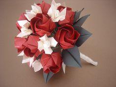 Bouquet de origami hecho con rosas Kawasaki y jazmines