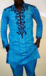 (#WellingtonPará): (#Menino_Velho) & (#Velho_Menino) dentro de uma Ankara Africana – bem bacana. Eis a própria sensação mais feliz que diz ser esse o significado para a palavra Liberdade! Ah, tá! Bem longe de qualquer gravata. Em nossa concepção, talvez seja isso, o que subjaz toda gravata: Chibata – Escravocrata – Magnata – Aristocrata – Tecnocrata – Errata – Chata – Sucata – Barata – Burocrata – Caricata – Mamata – Nominata – Pragmata – Psicopata – Bravata - Papagaio de Pirata –…