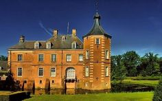 Landgoed Weldam is één van de grootste van Oost-Nederland en onthaalt u op een bijzonder rijk aangekleed parklandschap.