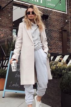 25 Best Warm Outfits Combination that are Perfect for Cold Weather - Winter Outfits Winter Outfits For Work, Casual Winter Outfits, Winter Fashion Outfits, Look Fashion, Stylish Outfits, Autumn Outfits, Cozy Winter Clothes, Dressy Winter Fashion, Paris Winter Fashion
