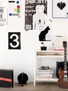 Jeg har en stor passion for stort set al indretning. Jeg har ikke nogen fast yndlingsstil, for bedst som jeg forelsker mig i det sort hvide grafiske look, så forelsker jeg mig igen i et retro look eller et farveorgie. For at illustrere hvor bred smag jeg har, kommer her to vidt forskellige udtryk, som jeg er lige vild med. English: I have a great passion for interior design in...