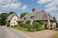 Thatched roof cottages in Great Sampford, England