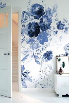 Royal Blue Flowers 225 Wall Mural by KEK Amsterdam - Home - Pictures on Wall ideas Easy Home Decor, Home Decor Trends, Decor Ideas, Blue Home Decor, Wall Ideas, Deco Design, Wall Design, Design Design, Royal Blue Flowers
