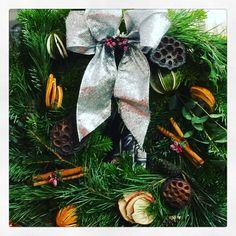 Another amazing night of wreath making! #craftschool #doorwreath #christmastime #doordecor #traditionaldecor #christmasspirit #vintagehome #lovinglymade #sussex