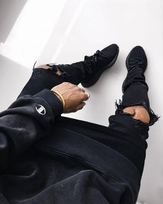"""834 mentions J'aime, 47 commentaires - Michael Berglund (@maiknila) sur Instagram : """"back in black #ootd #yeezy"""""""