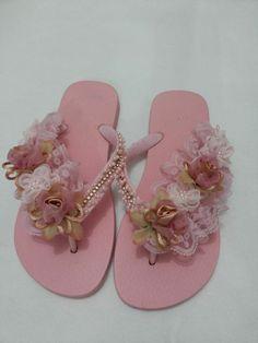 9 Super Comfortable DIY Sandals for Chic Womens Bling Flip Flops, Bridal Flip Flops, Flip Flop Slippers, Flip Flop Sandals, Flip Flop Craft, Shoe Makeover, Decorating Flip Flops, Kawaii Shoes, Bling Shoes