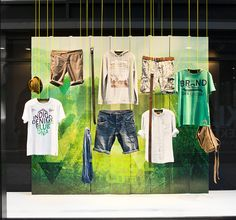 Tropical City is the theme of the edc high summer window. A tinted green city with light reflections on turnable triangular pillars are the graphical background for the edc summer collection. Visual Merchandising, Mobiles, Window Display Retail, Retail Store Design, Shop Front Design, Branding, Summer Design, Design Furniture, Shop Interior Design