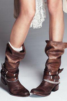 Folk boots