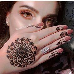 ❣️❣️🅢🅠🅤🅘🅢🅗🅗🅗❣️❣️ (@dpz_queen11) • Instagram photos and videos Pretty Henna Designs, Modern Henna Designs, Indian Henna Designs, Floral Henna Designs, Henna Designs Feet, Finger Henna Designs, Hena Designs, Mehndi Designs For Beginners, Mehndi Designs For Girls