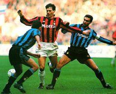 AC Milan 1 Inter Milan 1 in Nov 1992 at the San Siro. Marco Van Basten is challenged by Giuseppe Bergomi #SerieA