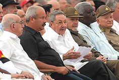 De izquierda a derecha, José Ramón Machado Ventura, Jorge Luis Tapia, Raúl Castro, Ramiro Valdés, Esteban Lazo Hernández y Guillermo García Frías