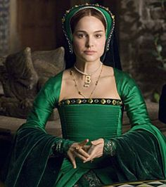 """""""Greensleeves"""" (song with lyrics rumored to be written by King Henry VIII for about Anne Boleyn) - Natalie Portman as Anne in """"The Other Boleyn Girl"""" This was probably why she wore so much green in the film. Tudor Costumes, Period Costumes, Movie Costumes, Girl Costumes, Anne Boleyn, Natalie Portman, Dinastia Tudor, Tudor Style, Mathilda Lando"""