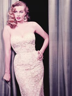 Image about sexy in Pin up by Luiza Gomes on We Heart It Old Hollywood Style, Hollywood Stars, Classic Hollywood, Beautiful People, Beautiful Women, Anita Ekberg, Italian Actress, Classic Actresses, Movie Stars
