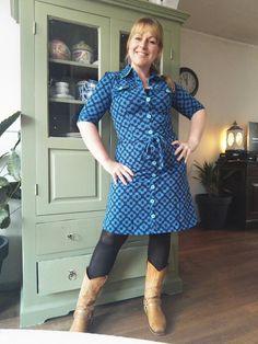 """Die mop van die vrouw die maar 2 jurkjes mocht kopen van haarzelf, maar er 5 kocht? Ken je die? Nou dat ben ik! Ik had het kunnen weten natuurlijk toen ik de bestelling plaatste. Alsof ik, Tante Betsy Addict, mijzelf aan die afspraak kon houden. Natuurlijk niet! Vandaag show ik de Dress Betsy Big … """"Outfit Of the Day: Tante Betsy Dress Betsy Big Flower Navy & Summer Cardigan Navy"""" verder lezen"""