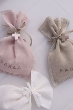 Celebrando la Primera Comunión con Blaubloom - DecoPeques Baby Shower Party Favors, Baby Shower Parties, Girl Baptism Party, Bag Packaging, First Holy Communion, Christening, Sewing Crafts, Crafts For Kids, Gift Wrapping