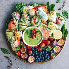 Sommerrollen Platte mit Avocado Dip dinner ideas for her meals Login Yummy Recipes, Vegan Recipes, Cooking Recipes, Yummy Food, Vegan Meals, Diet Recipes, Nutritious Meals, Easy Cooking, Brunch Recipes