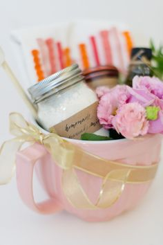 Mother's Day gift basket: http://www.stylemepretty.com/living/2015/04/27/diy-mothers-day-pancake-gift-basket/ | Photography: Rebecca Yale - http://www.rebeccayalephotography.com/