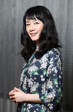 デビュー35周年を迎え、7月にセルフカバーアルバム「音楽と私」を発売する原田知世(飯田英男撮影) Kawaii, Japanese Beauty, Idol, High Neck Dress, Actresses, Actors, My Favorite Things, Blouse, Cinema