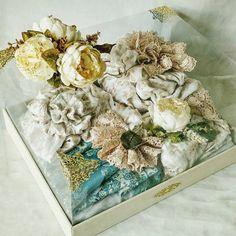 Wedding Hamper, Wedding Gift Boxes, Wedding Keepsakes, Wedding Gifts, Malay Wedding, Acrylic Box, Handmade Flowers, Gift Wrapping, Wrapping Ideas
