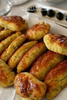 A few months ago I met up with my friends for breakfast at a pastry shop. The smell that filled my nose when I walked in from the bakery Fingerfood Recipes, Snack Recipes, Cooking Recipes, Armenian Recipes, Turkish Recipes, Gozleme, Pastry Recipes, Food To Make, Bakery