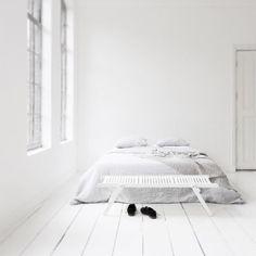 white bedroom by @beeldsteil