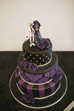 58 Simple And Elegant Halloween Wedding Cake Ideas in Purple - halloween food Skull Wedding Cakes, Gothic Wedding Cake, Gothic Cake, Halloween Wedding Cakes, Blush Wedding Cakes, Purple Wedding Cakes, Wedding Cake Toppers, Halloween Desserts, Skull Cakes