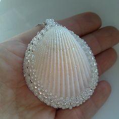 Pendant from sea shell White pendant Pendant from seashell Eco Natural materials Ivory Pearl Color Cream White Necklace Wedding on the beach Seashell Painting, Seashell Art, Seashell Crafts, Stone Painting, Shell Schmuck, Diy Schmuck, Seashell Jewelry, Beaded Jewelry, Jewellery